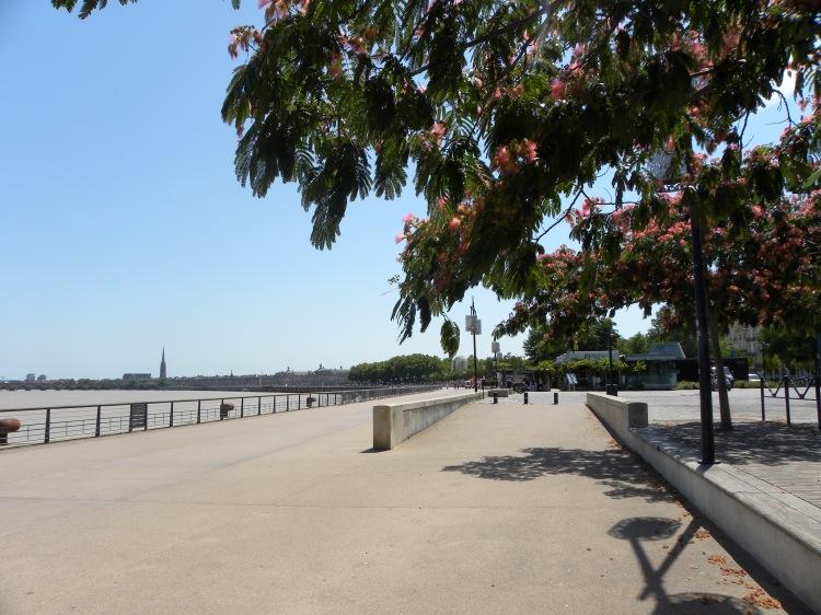 Die Uferpromenade von Bordeaux