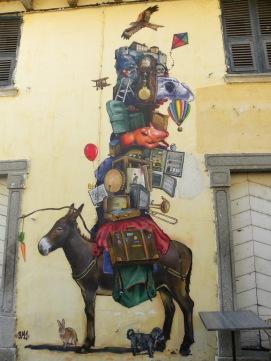 Hauswand in der Altstadt von Corte