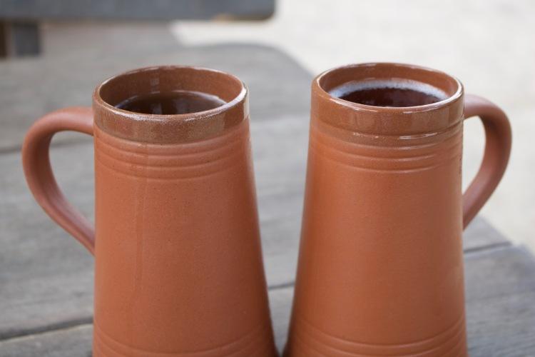 Trinkgefäße aus Ton.jpg