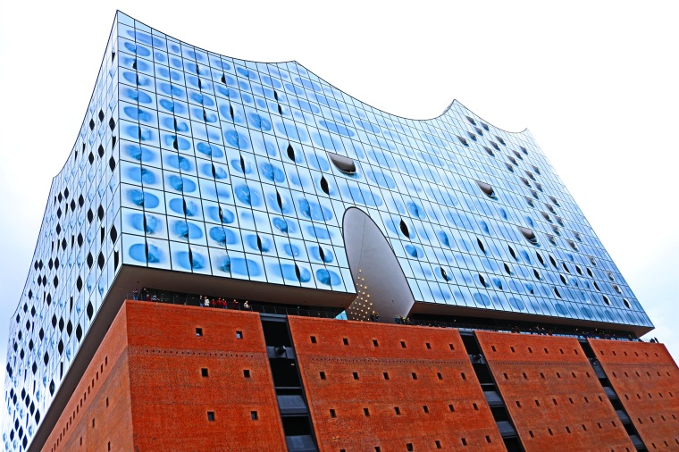 Elbphilharmonie_Hamburg_Plaza.jpg