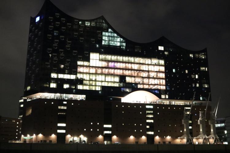 Hafenrundfahrt_Hamburg_Elbphilharmonie bei Nacht