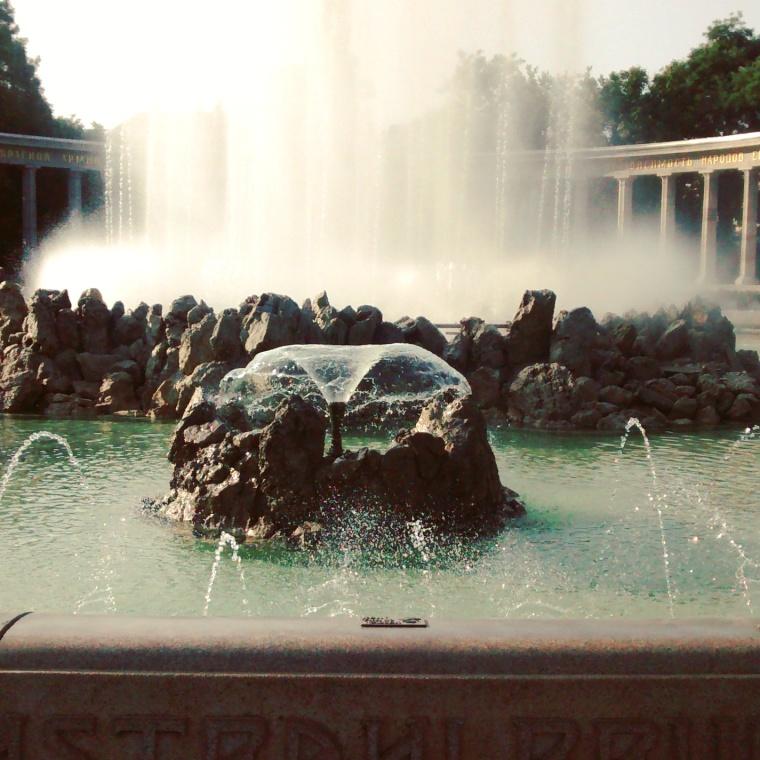 Hochstrahlbrunnen_Schwarzenbergplatz_Wien