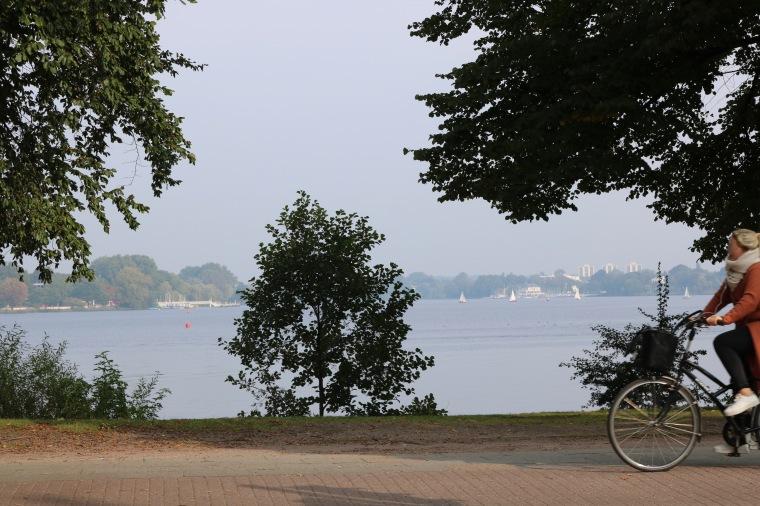Radfahrerin_Hamburg_Fahrradhauptstadt Hamburg.jpg
