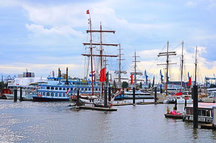Typisch Hamburg_Schiffe_Hafen