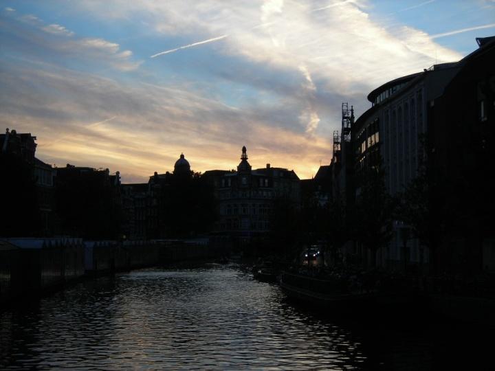 Wolkenbild_Amsterdam_abends
