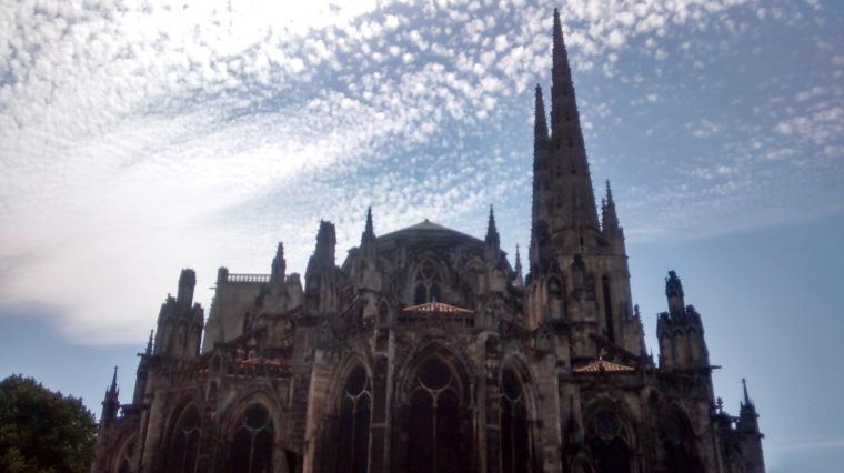 Wolkenbild_Frankreich_Kirche