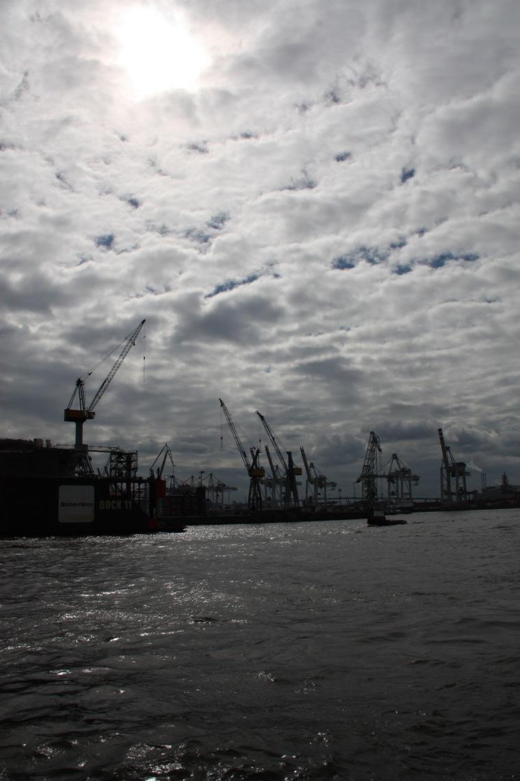 Wolkenbild_Hamburger Hafen