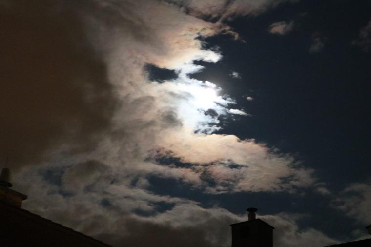 Wolkenbild_nachts_Wien