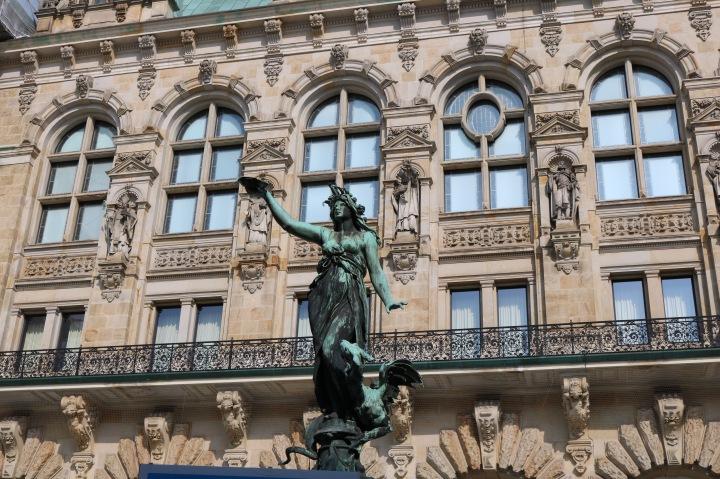 Hamburger Rathaus_Hygieia Brunnen