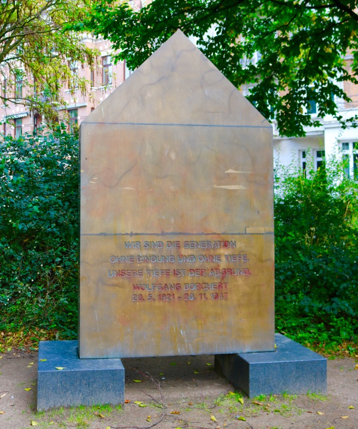Wolfgang Borchert Denkmal.jpg