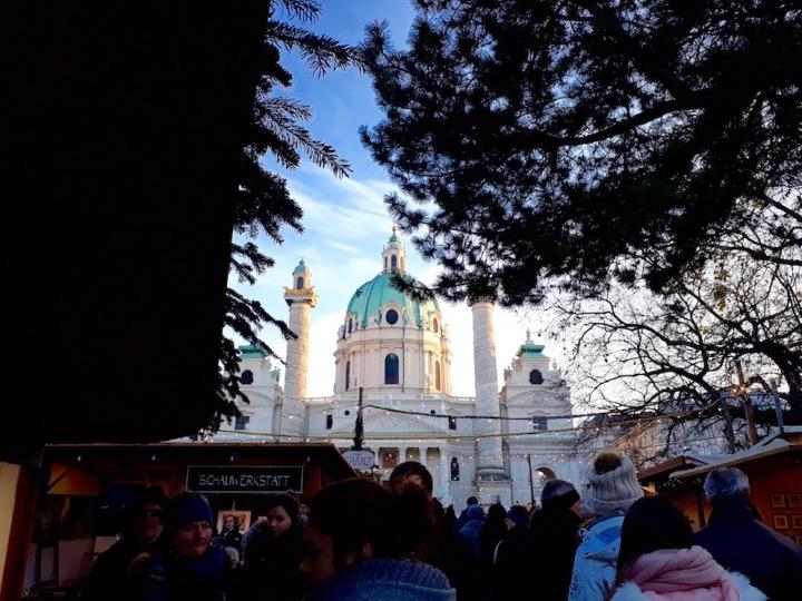 Adventmarkt am Karlsplatz