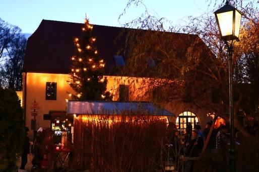 Am Adventmarkt in Kottingbrunn