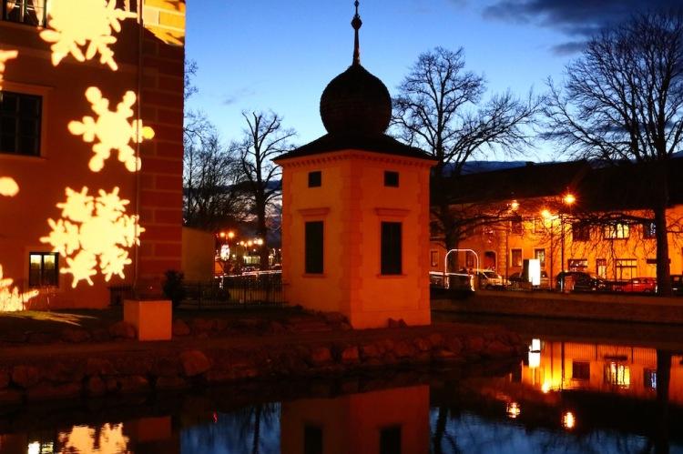 Am Weihnachtsmarkt in Kottingbrunn_Wasserschloss