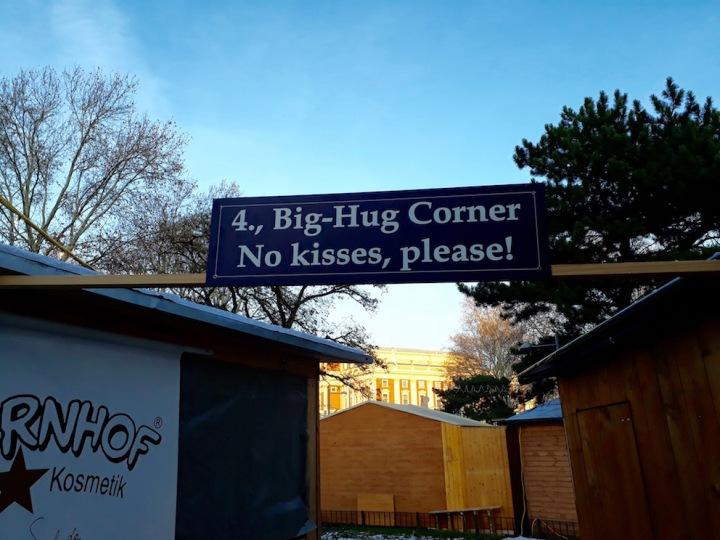 Big Hug Corner_no kisses_Karlsplatz in Wien
