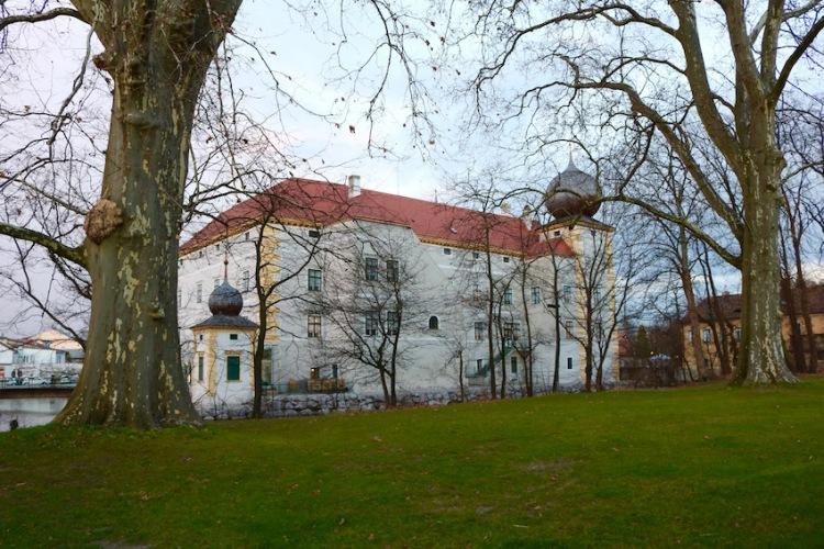 Wasserschloss Kottingbrunn bei Tag
