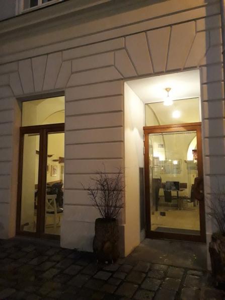 Das Café Neko von außen.jpg