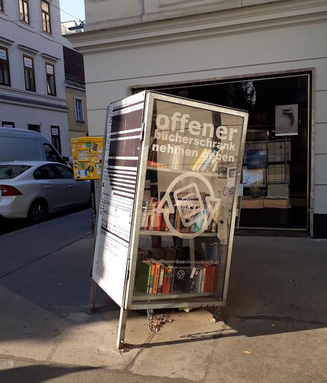 Offener Bücherschrank im 7. Bezirk