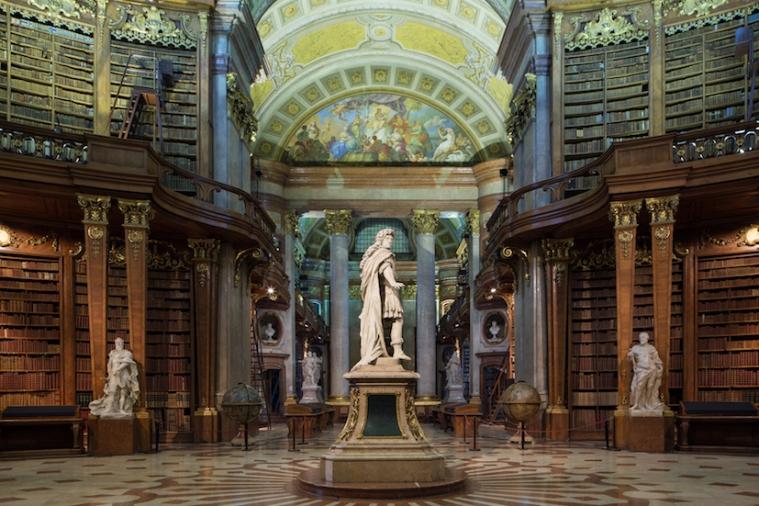 Der Prunksaal_Statue von Karl VI