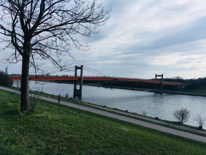 Spaziergang entlang der Donau