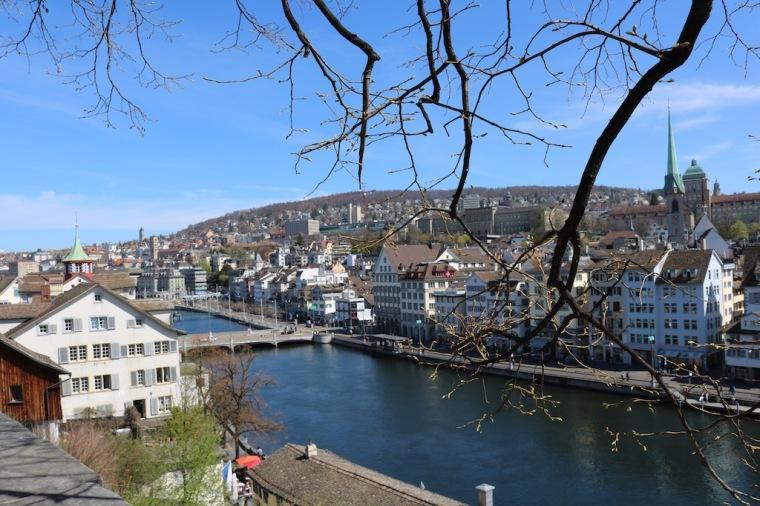 Ausblick vom Lindenhof auf Zürich.jpg