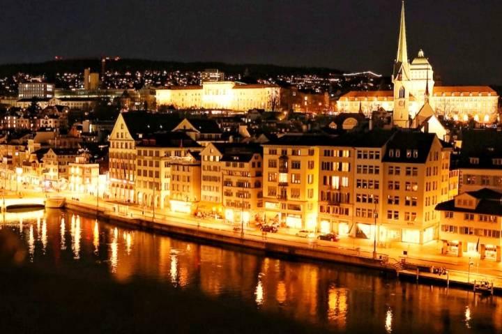 Aussicht vom Lindenhof auf Zürich