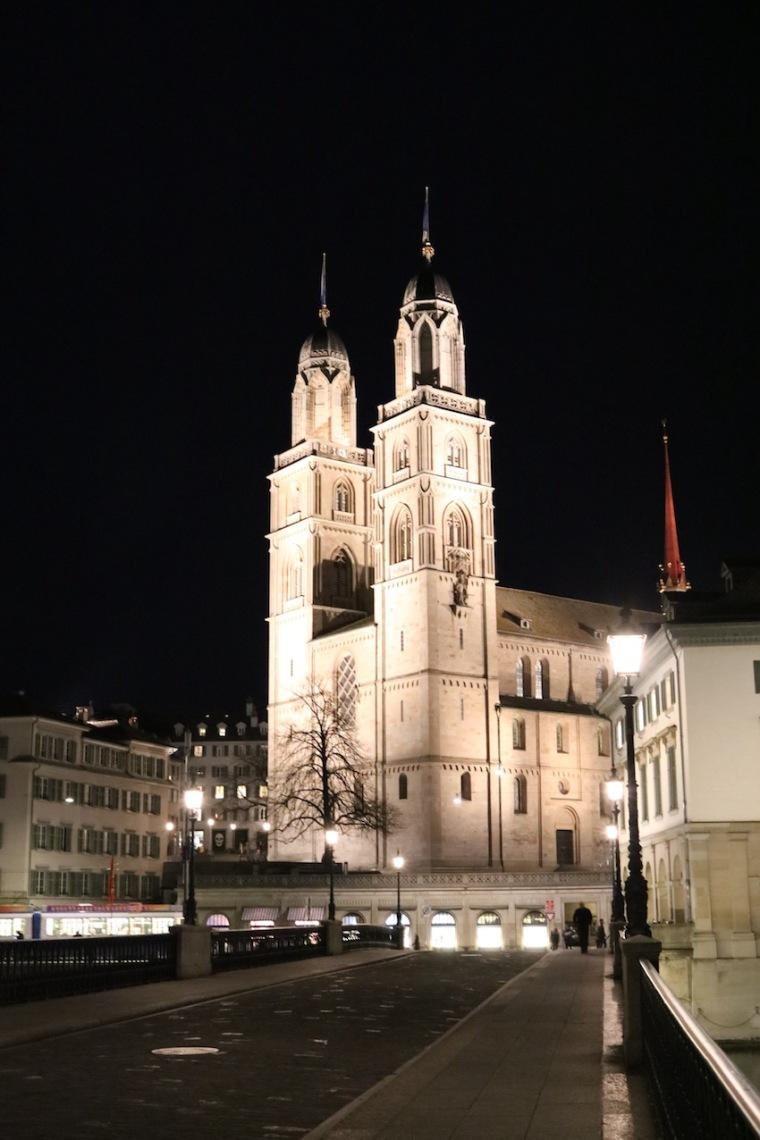 Grossmünster bei Nacht_Städtetrip Zürich
