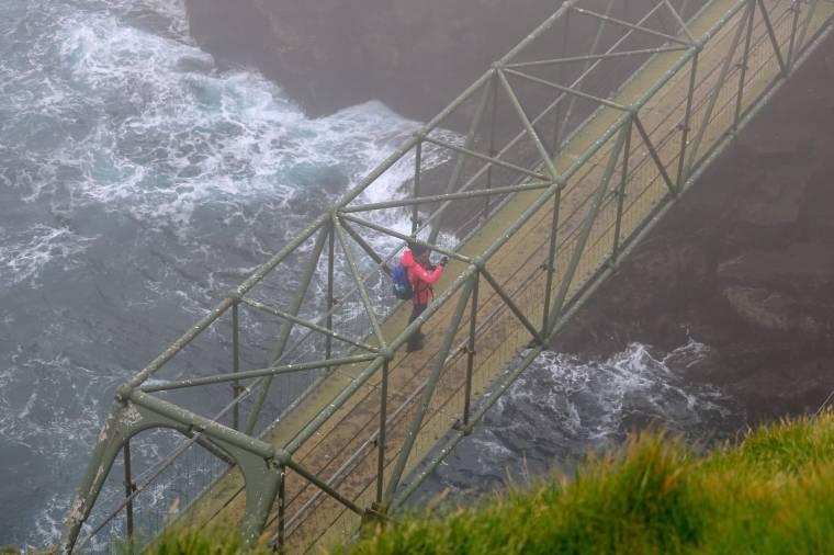 Färöer Inseln Mykines Wanderung nach Mykinesholmur Atlantische Brücke
