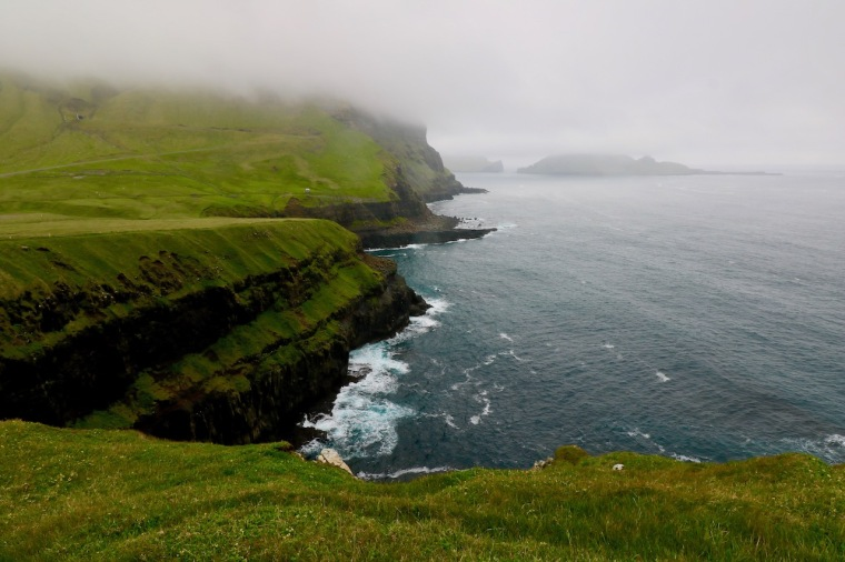 Färöer Inseln im Sommer_Gásadalur