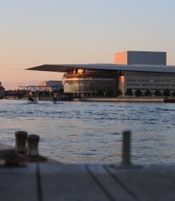 Blick auf die Oper bei der Rückfahrt