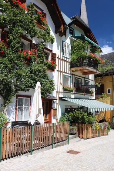 Altstadt von Hallstatt im Sommer