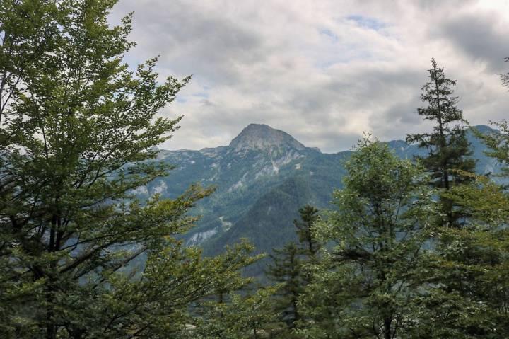 Blick vom Sarstein auf den Hohen Dachstein Obertraun.jpeg