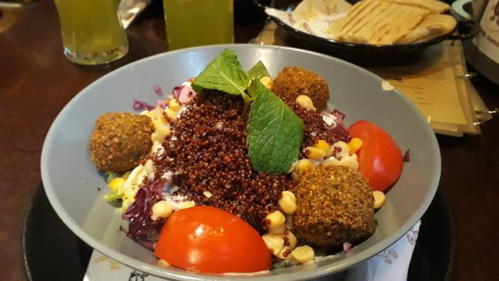 Maschu Maschu Wien_Oriental Food_Vegan Crispy Falafel Bowl