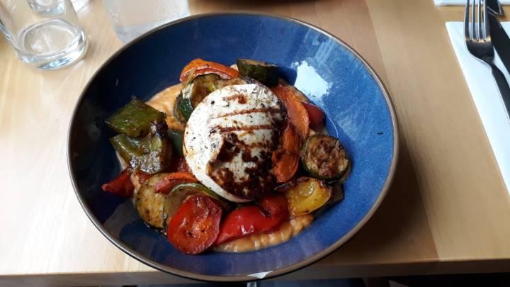 Venga vegetarisches Bistro Wien Lokaltipp_Halloumi Grillgemüse Süßkartoffelpürree