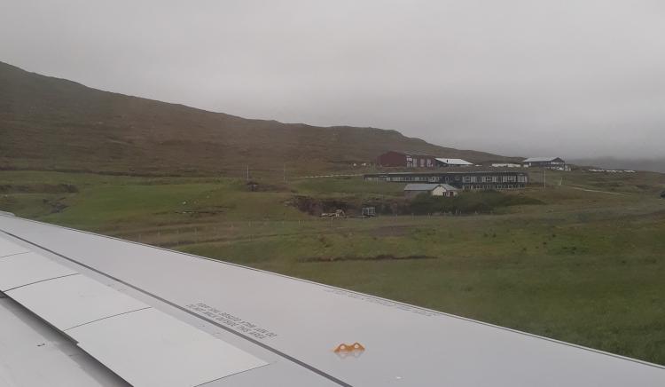 Ankunft Färöer-Inseln_Nebel_Flugzeug_Aussicht