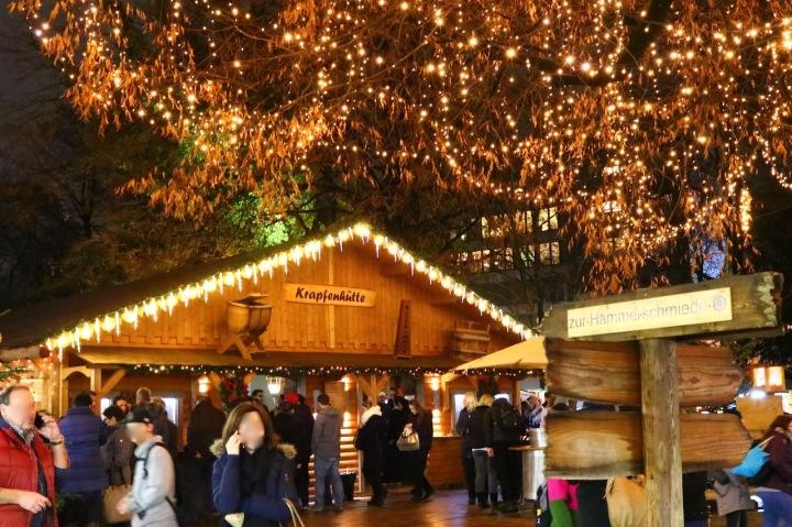 Der traditionelle Weihnachtsmarkt im Linzer Volksgarten - heuer erstmals mit Ice Magic.jpeg