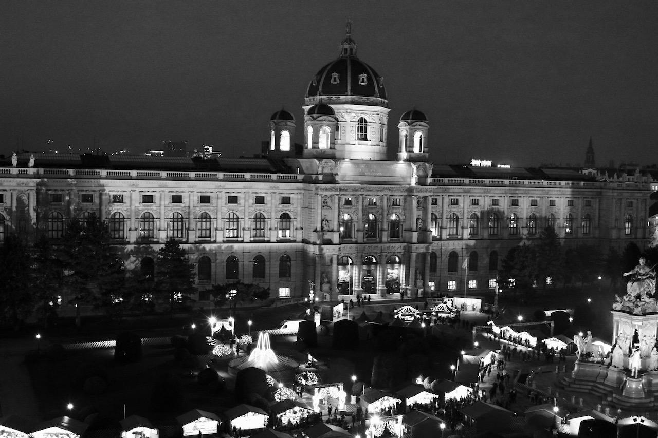 Nachtaufnahme Kunsthistorisches Museum Wien vom NHM Dachführung