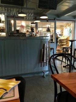 Café Paname mit angrenzendem Souvenirshop in Tórshavn