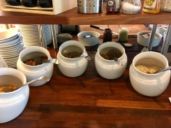 Frühstücken im Hotel Vágar auf den Färöer-Inseln.jpeg