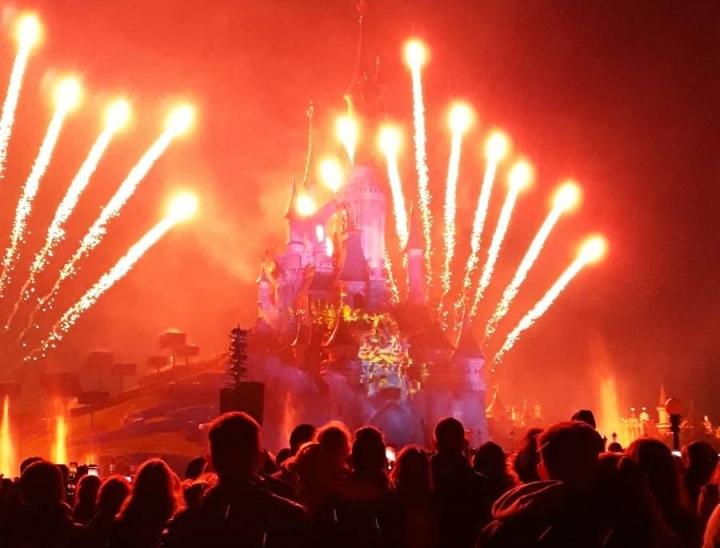 disneyland-paris-disney-illuminations-feuerwerk.jpeg