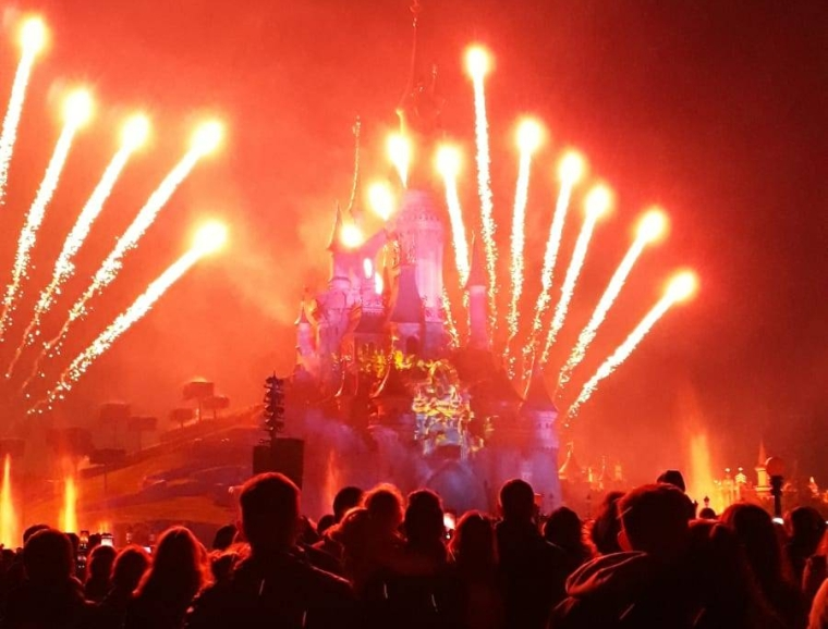 disneyland-paris-disney-illuminations-feuerwerk.jpeg