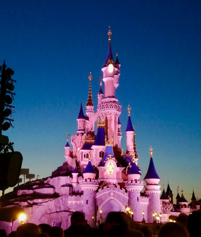 Disneyland Paris Schloss abends_Disney Illuminations
