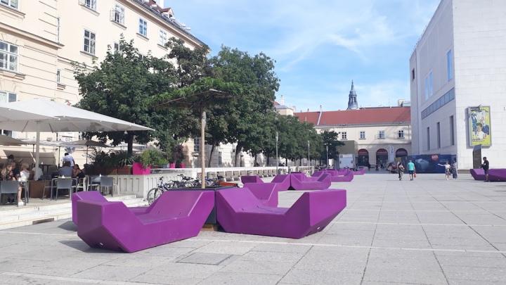 Museumsquartier Wien im Sommer Enzis