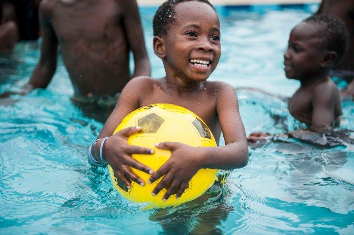 Bbanga Project Bildungshilfe für Afrika_Schwimmkurse