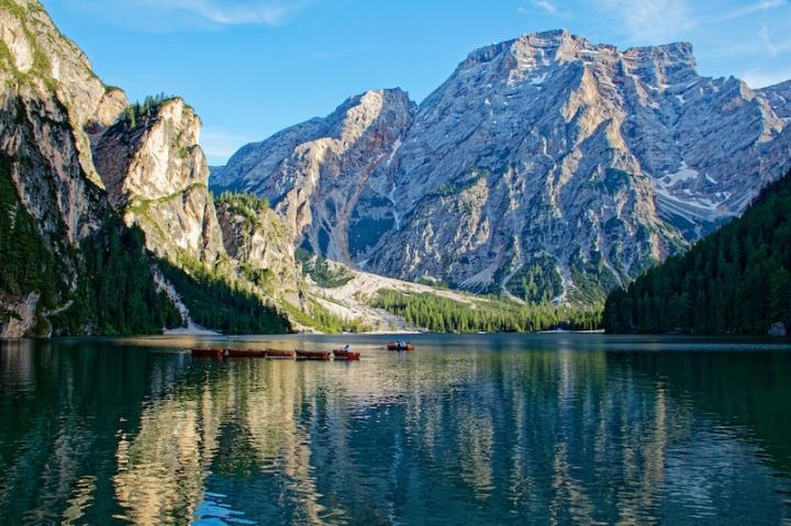 Südtirol Ausflugsziel Pragser Wildsee.jpg