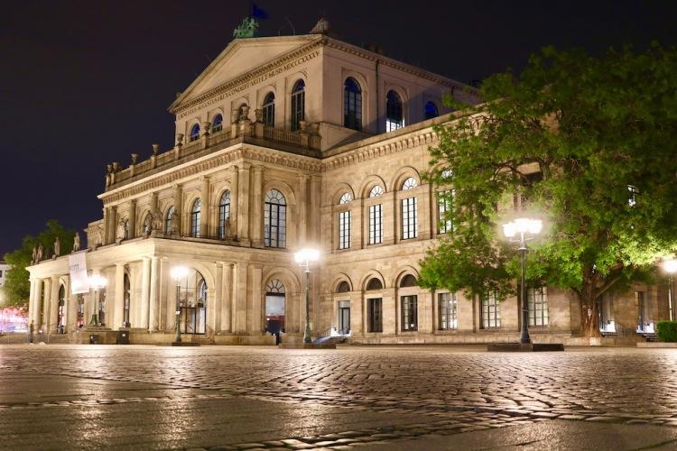 Die Oper von Hannover bei Nacht