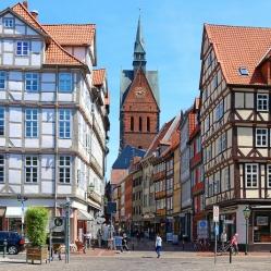 Der Holzmarkt mit Blick auf die Marktkirche in der Altstadt
